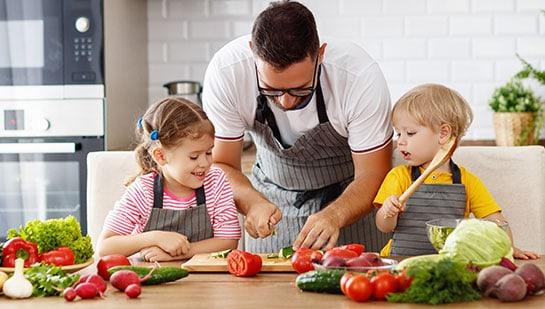 Mit Kindern kochen – die 5 besten Tipps für die Mini-Kochschule