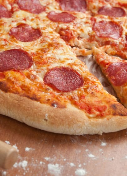 Knusprige Salamipizza